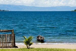 Tanganyikasøen og ensom båd